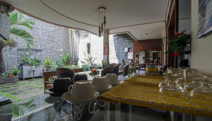 Guest House and Salon Spa Fora Lingkar Selatan Bandung - Breakfast Area