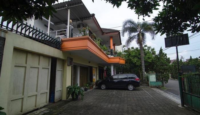 Guest House and Salon Spa Fora Lingkar Selatan Bandung - Area Parkir
