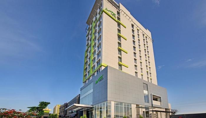 Whiz Prime Hotel Ahmad Yani Lampung - tampak depan