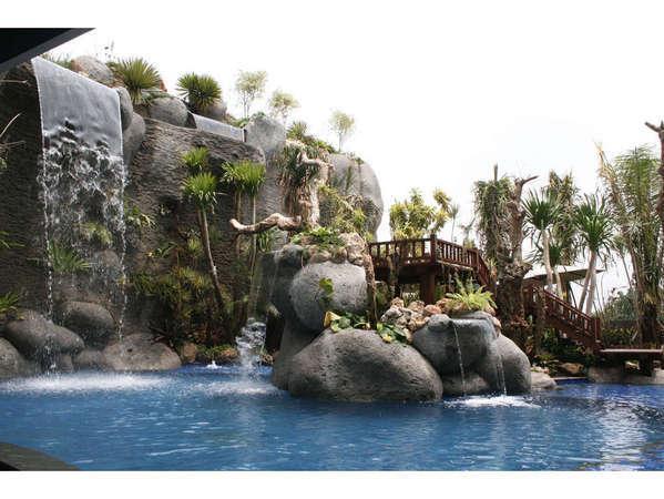 Amaroossa Bandung - Kolam renang tropis