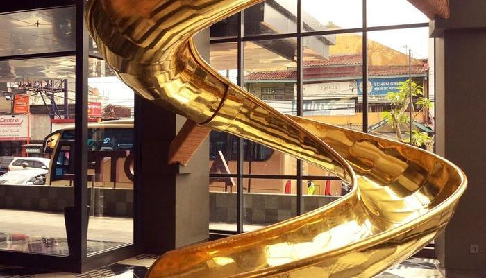 Artotel Yogyakarta Yogyakarta - Golden Slide