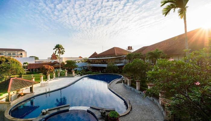 Hotel Tirta Sanita Kuningan - kolam renang