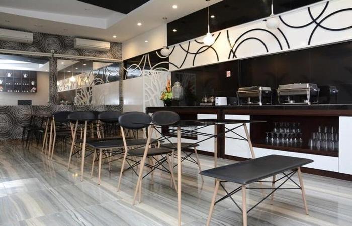 D'Hotel Holiday Makassar Makassar - Restaurant