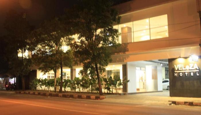 Veleza Hotel Bandung - Tampilan Luar Hotel