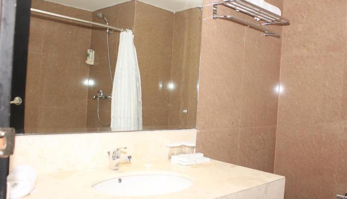 Hardys Rofa Hotel Legian - Bathroom
