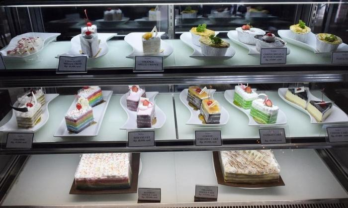 The Alana Yogyakarta Hotel Yogyakarta - Cake Counter