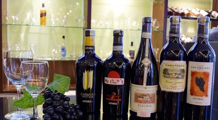 The Alana Yogyakarta Hotel Yogyakarta - Wine