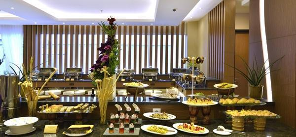 Grand Tjokro Yogyakarta - Buffet Breakfast