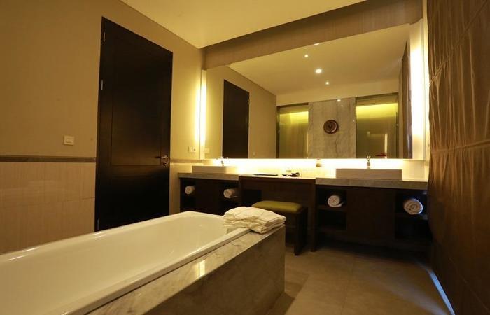 El Royale Hotel & Resort Banyuwangi Banyuwangi - Bathroom