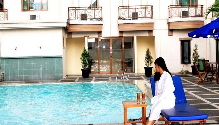 Hotel Mega Anggrek Jakarta - Pemandangan Kolam Renang