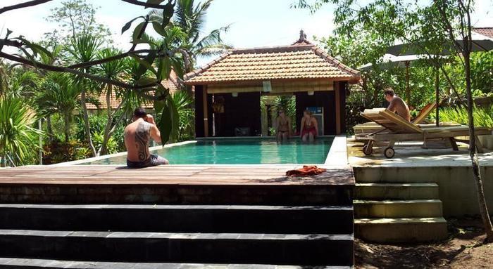 Medori Putih Homestay Bali - Kolam Renang