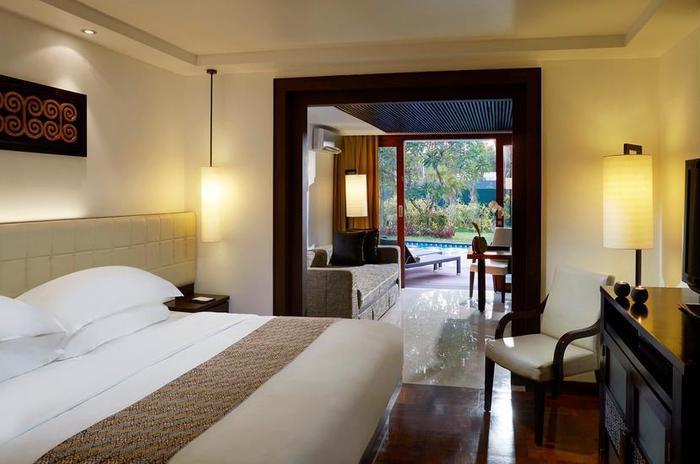 Melia Bali - Premium lagoon suite room