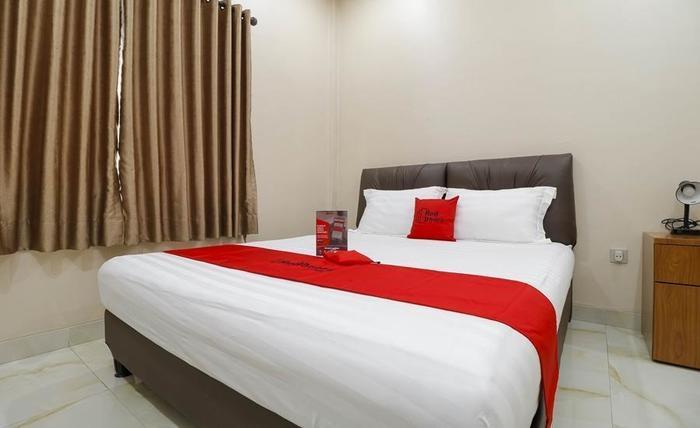 RedDoorz Plus Near Dharmawangsa Jakarta -