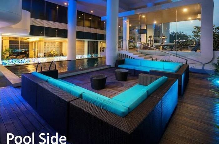Blue Sky  Petamburan - Samping kolam renang