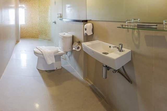 Kembang Hotel Bandung - Executive Bathrooom