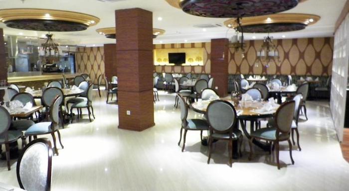 Sutan Raja Hotel Bandung - Ruang makan