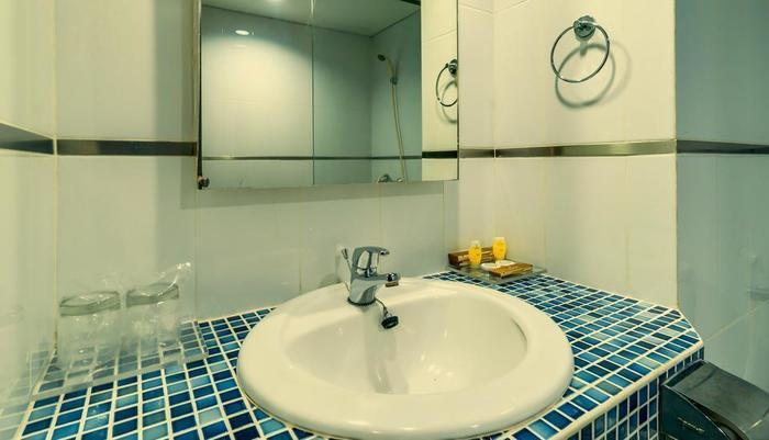 Sofyan Hotel Cut Meutia Menteng - Bathroom