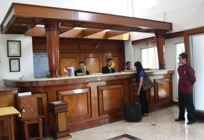 Hotel Parama Puncak - Receptionist