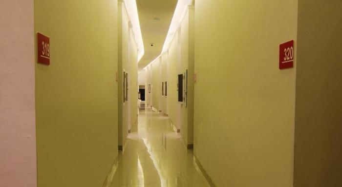 Hotel Raffleshom Bandung - Corridor
