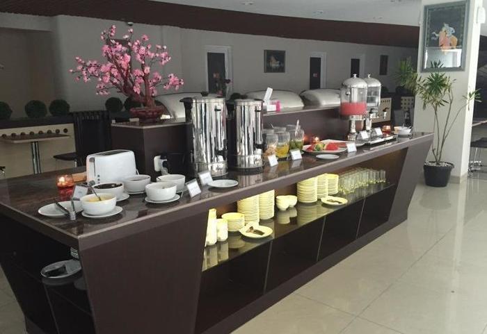 Hotel Raffleshom Bandung - Buffet