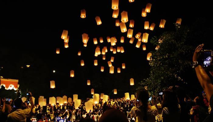 Saraswati Borobudur - Acara Pelepasan Lampion Waisak