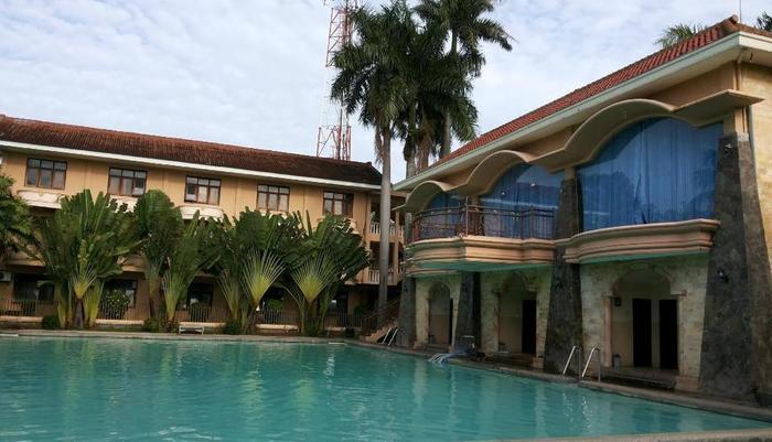 Palm Hotel Bondowoso - Kolam Renang
