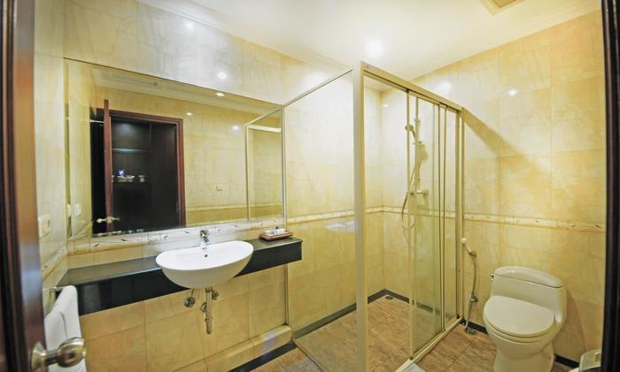 Hotel Tematik Jakarta - bath room