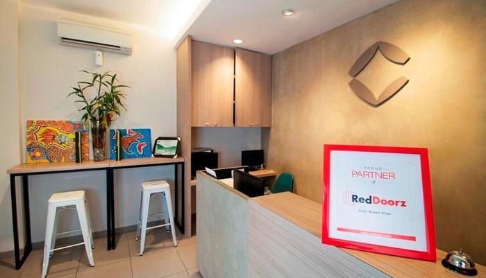 RedDoorz @Setiabudi Eight Jakarta - Lobi