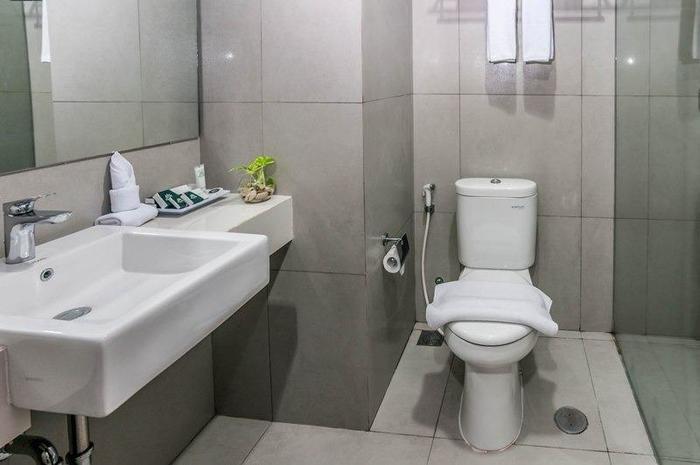 Pesonna Hotel Makassar - Bathroom
