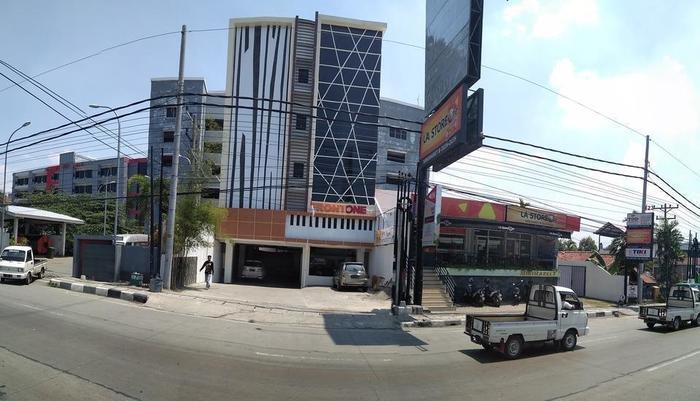 Front One Inn Semarang Semarang - tampak dari depan