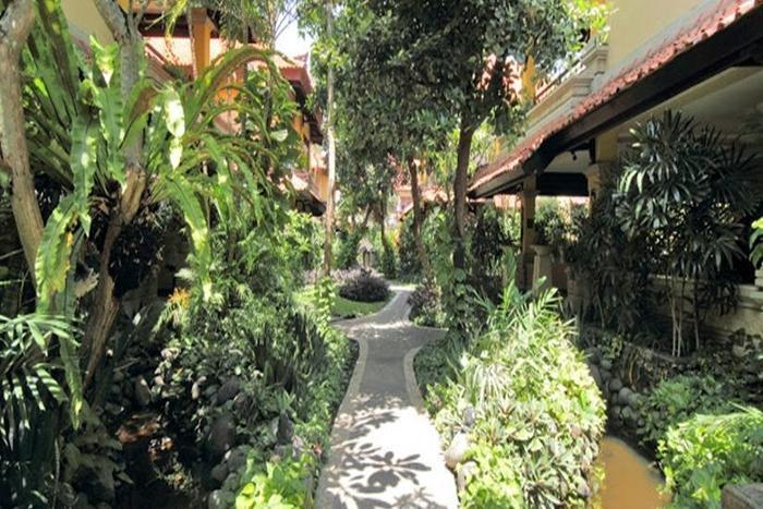 Royal Tunjung Bali Villa Legian - Taman