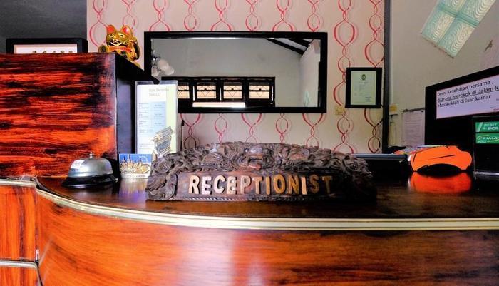 Hotel Paramitha Yogyakarta - RESEPTIONIS