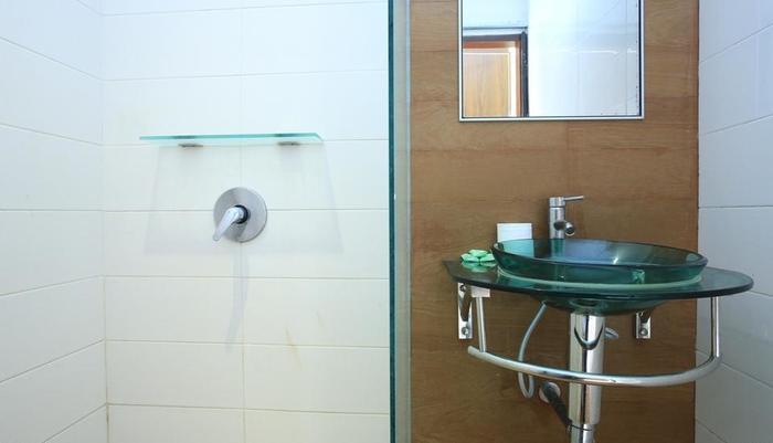 RedDoorz @Padma Utara Bali - Kamar mandi