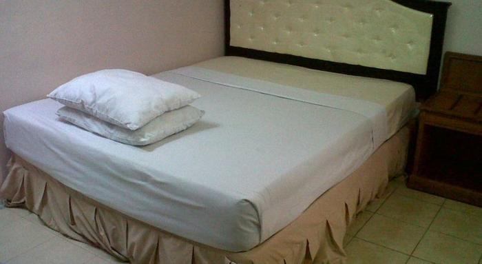 Armyn Luxury Guest House Malang - Rooms1