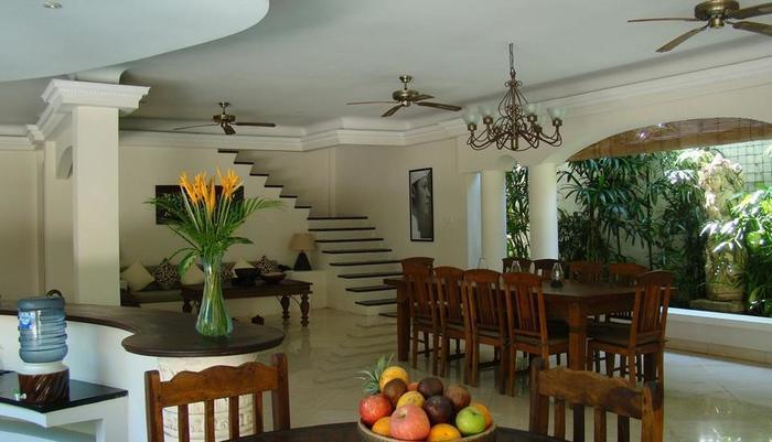 Villa Coco Bali - ruang makan 4 bed