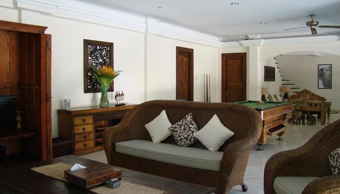 Villa Coco Bali - lounge 4 kamar bed