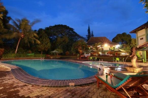 Poeri Devata Resort Hotel Yogyakarta - Kolam Renang
