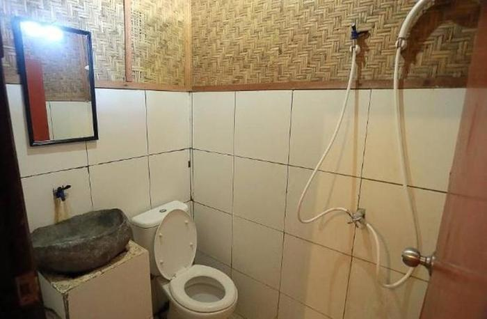 Dua Nina Homestay Lombok - Kamar mandi