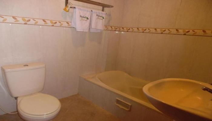 Hotel 3 Intan Cilacap - Bathroom