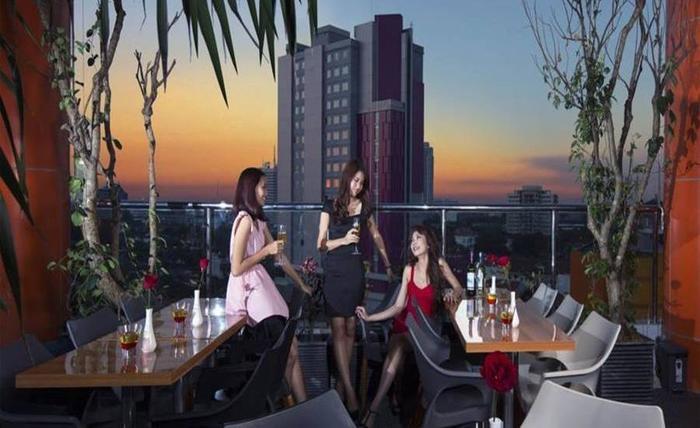 G Suites Hotel Surabaya - Lounge