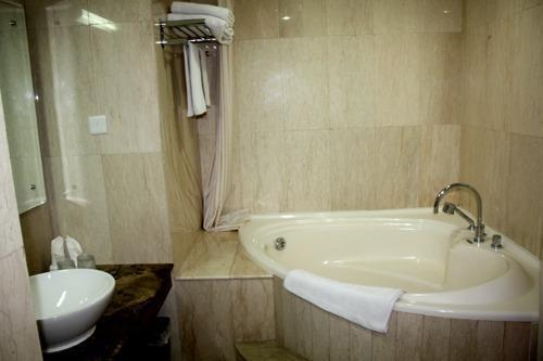 Grand Pasundan Hotel Bandung - Premier Suite Bathroom