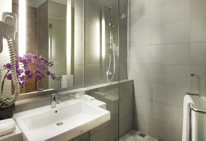 ALLIUM Tangerang Hotel Tangerang - Bathroom