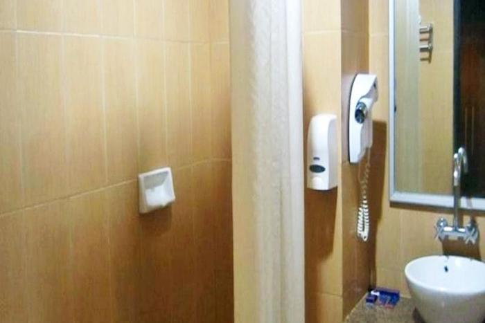 Hotel Furaya Pekanbaru - Kamar mandi