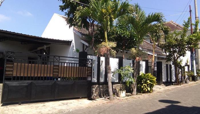 Villa Puri Garden Batu Malang - tampilan depan
