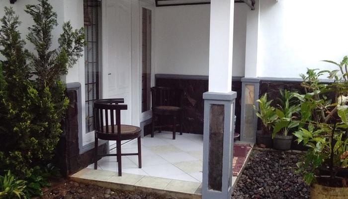 Villa Puri Garden Batu Malang - teras