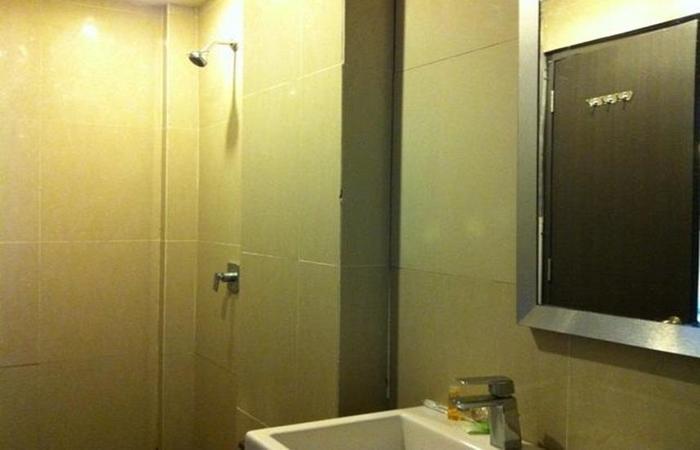 Benua Hotel Kendari Kendari - Bathroom