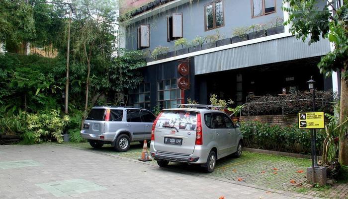 RedDoorz Plus @Jatinangor Bandung - Eksterior