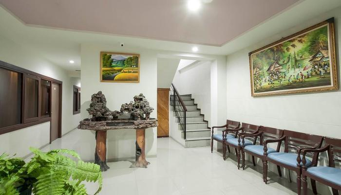 RedDoorz @Panglima Sudirman Surabaya - Interior