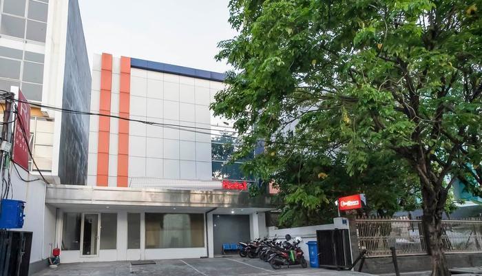 RedDoorz @Panglima Sudirman Surabaya - Exterior
