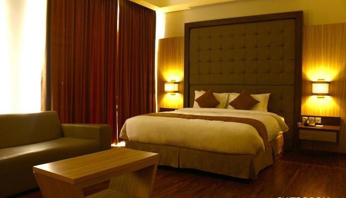 Crystal Lotus Hotel Yogyakarta - Suite Bedroom